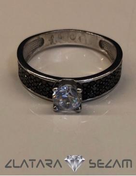 Prsten sa crnim cirkonima, belo zlato